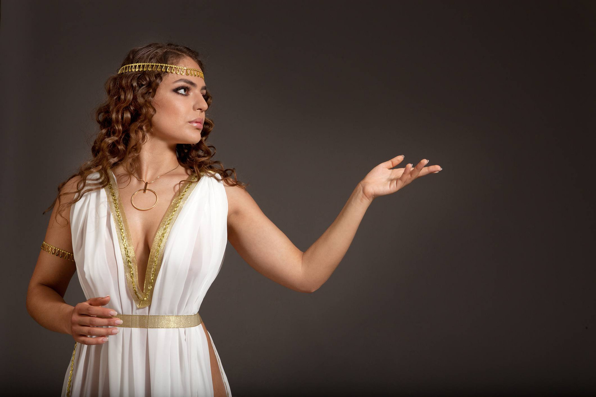 The Top 10 Popular Costume During Ancient Times
